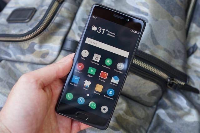 Xiaomi Pocophone F1 против Meizu Pro 7