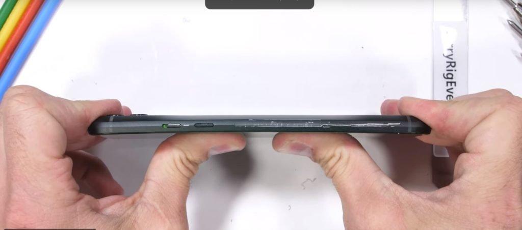 Xiaomi Black Shark 2 проверили на прочность.